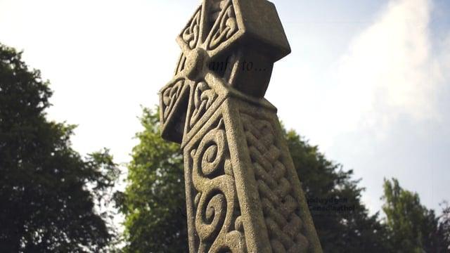 Mae bedd Henry Dennis ym Mynwent Wrecsam.